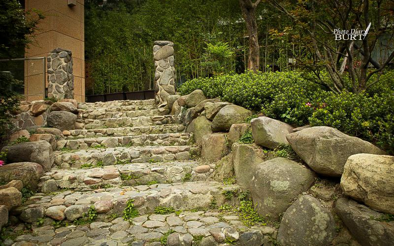 臺灣第一家溫泉旅社殘餘的門柱