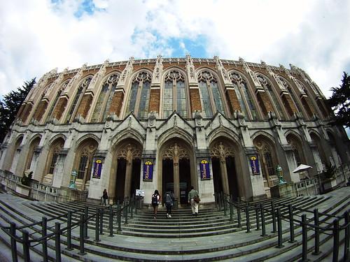 ワシントン大学の図書館。風格あるねぇ