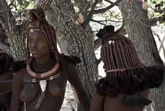 ragazze Himba (francesca sara) Tags: africa honeymoon desert dunes dune duna namibia rosso deserto himba sossusvlei namib reddesert desertorosso ovahimba lagomorto deathlake