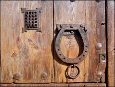 Porta (Photojordi) Tags: door detalle cheval puerta  porta porte cavallo tr frontdoor fer deur perra ferro herradura detall drr dr ferradura marrn  hoefijzer portn dvee hufeisen marr podkova anawesomeshot goldstaraward