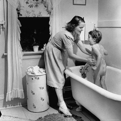 5553243~Housewife-Jane-Amberg-Bathing-Her-4-Year-Old-Daughter-Pamela-Posters