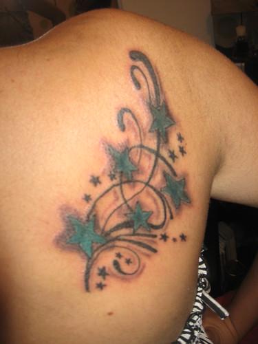 Tattoo de estrellas en la
