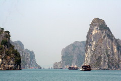 HaLong Bay (Alan1954) Tags: sea holiday nature water beautiful asia good vietnam lucky 2008 halongbay chinasea 5photosaday aplusphoto citrit platinumheartaward goldsealofquality worldwidelandscapes ilovemypics natureselegantshots specialpictures thebestofmimamorsgroups