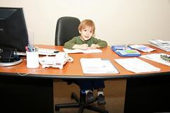 Seba trabajando (LeoNardo 316) Tags: oficina escritorio seba