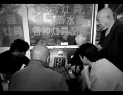 Peeping.. (davidfattibene) Tags: china urban bw beijing lifestyle hutong bnvitadistrada bncitt