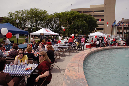 Hundreds enjoy their picnic lunch at Veterans Memorial Plaza.