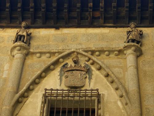 Heraldos en la Fachada de la Posada de la Hermandad de Toledo