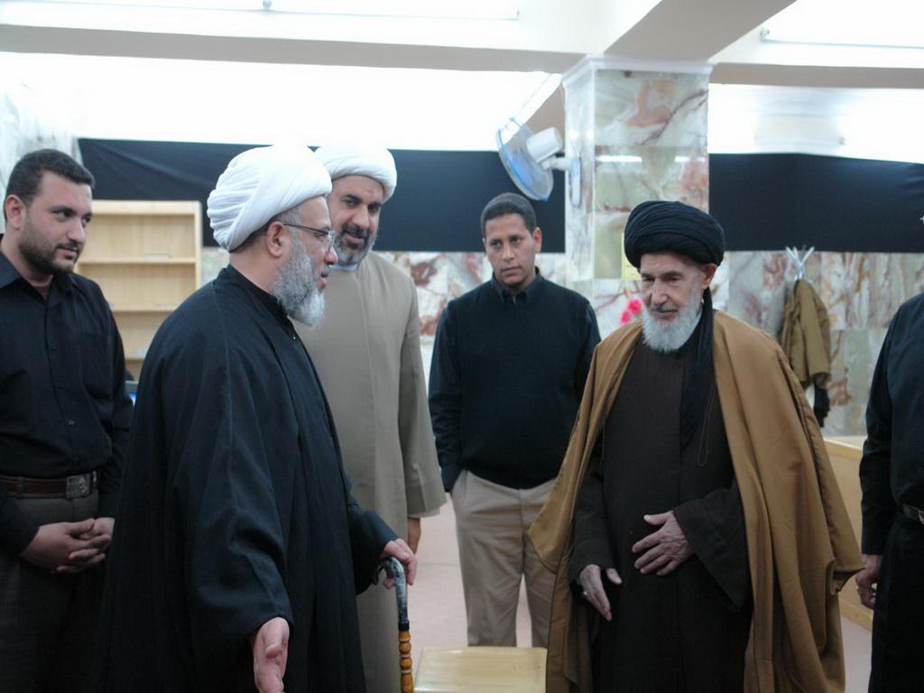 سماحة الامين العام يزور المكتبة برفقة السيد عبد الواحد الجزائري