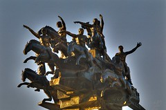 Izmir statue - Movement, July 2007 (5telios) Tags: statue turkey nikon trkiye turkiye el trkei smyrna izmir nikkormat turchia heykel nikkormatel