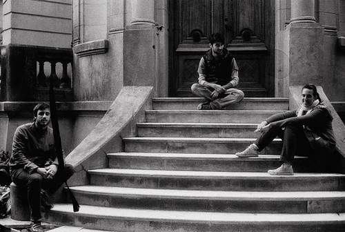 Personas en la escalera