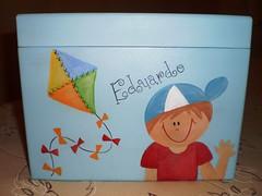 caixa de fotos - frente (Lilian Andrade **) Tags: mdf pinturaemmdf caixadefotos portapapeltoalha caixainfantil caixainfantilemmdf
