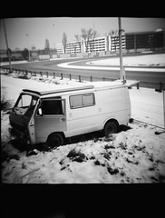 transporter (spanaut) Tags: vienna wien bw horse bus abandoned kodak tmax racing 400 van dianaf smugglers trabrennbahn krieau schwarzfahrer 400tmx ft0901