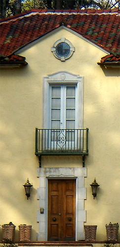 P2041888Buckhead-Yellow-Italianate-EntranceDetail