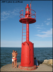 . (zioWoody) Tags: faro love amore mare sea light lighthouse cesenatico abbraccio inyoureyes rosso red rouge amanti amantisottoalfaro amour