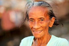 Elderly Filipina (damonlynch) Tags: philippines pollution manila environment paco pasigriver phl afi denr metromanila ginalopez departmentofenvironmentandnaturalresources bantaykalikasan abscbnfoundation kapitbisigparasailogpasig pasigriverrehabilitationproject