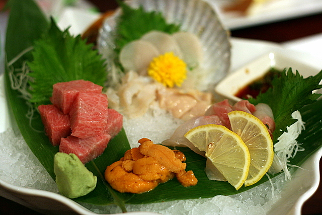 Sashimi platter with the most wonderful uni and scallop!