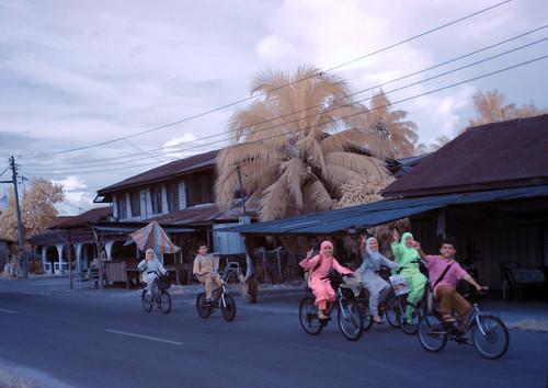 Eksplorasi Kuala Selangor | Village kids coming home from Al-Quran class (IR)