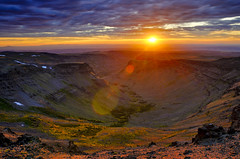 Ray-Bursting a Gorge-ous Sunset on Steens (Fort Photo) Tags: sunset sun mountain nature oregon landscape nikon ray dusk or flare steens gorge rays burst 2009 wmp d300 byways nationalbackcountrybyway faultblockmountain enfuse platinumheartaward faultblock steensmountainnationalbackcountrybyway steensmountainbackcountrybyway nationalscenicbyways