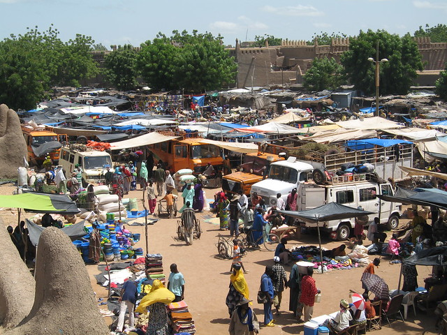 The lively monday market in Djenne