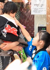 Kanda Matsuri () (rockcake) Tags: japan canon children tokyo   kandamyojin  kandamatsuri    kandashrine kandafestival eoskissx2  efs18200mmf3556is 1052009