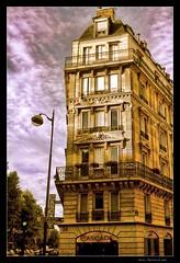 Golden light in Paris (Andrea Rapisarda) Tags: sunset paris france geotagged tramonto francia parigi goldenlight lucedorata rapis60 andrearapisarda geo:lat=48855143 geo:lon=2370472