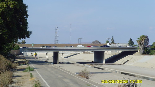 Los Coyotes Creek Bike Trail, Northbound @ 91 Freeway