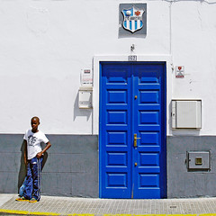 Some will never enter the blue door (Sator Arepo) Tags: door leica blue wall football soccer streetphotography lanzarote canarias player cristianoronaldo digilux arrecife realmadrid 1450mm digilux3