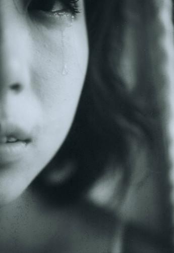 フリー画像| 人物写真| 女性ポートレイト| アジア女性| 泣き顔| モノクロ写真|      フリー素材|