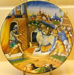 Museum Boijmans Van Beuningen - Istoriato schotel: Porileus wordt door Phalaris in bronzen stier verbrand