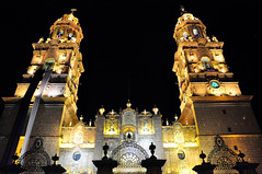 Catedral de Morelia (Armando Maynez) Tags: voyage travel vacation moon church noche morelia cathedral catedral luna traveling armando michoacan vacaciones challengeyouwinner cywinner myfacebook fotocompetition fotocompetitionbronze maynez