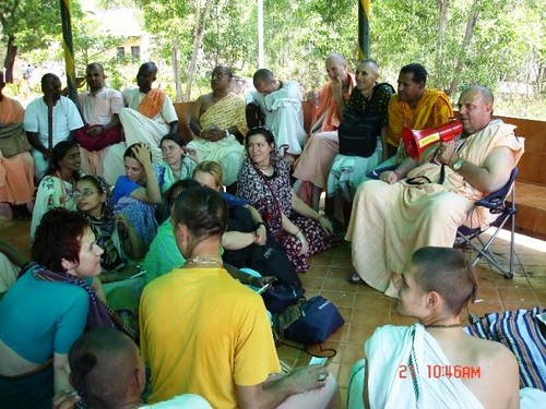 H H Jayapataka Swami in Tirupati 2006 - 0010 por ISKCON desire  tree.