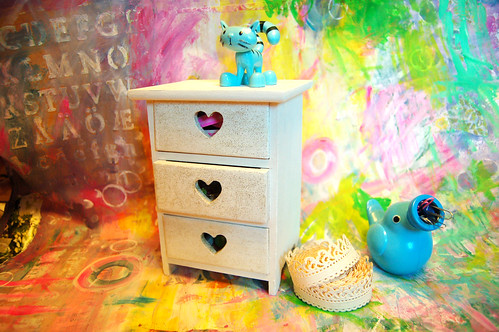 Painted mini drawer (Photo by iHanna - Hanna Andersson)