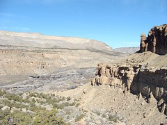Debeque Canyon from Palisade Rims (iagoarchangel) Tags: railroad train colorado coloradoriver californiazephyr debequecanyon palisaderims