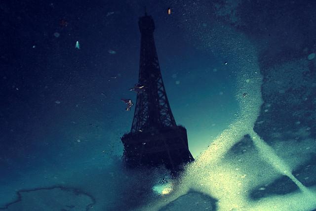 Flaque d'eau et Tour Eiffel