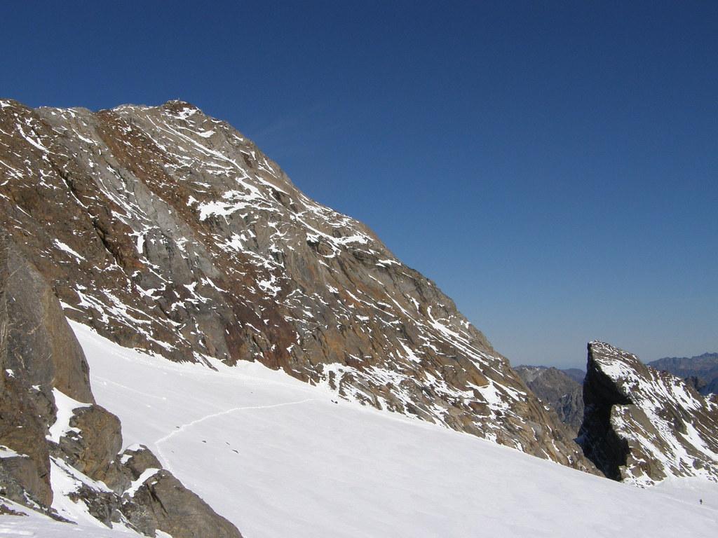 045- Cumbre y trepada del Vignemale (por la banda central marrón)