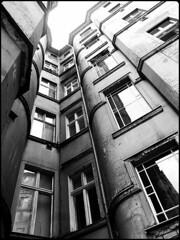 Hinterhof an der Schnhauser (ca-ke) Tags: bw berlin schnhauserallee ricohgrd