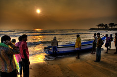 Landscape - Sun Rising (Sutheshnathan) Tags: morning india beach beauty glitter sunrise landscape boat fishing fisherman colours fishermen sunrice d300 sutheshnathan