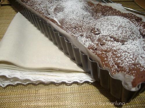 Crostata al cioccolato con pere all'acqua di vite