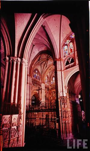 Interior de la Catedral de Toledo en 1963. Fotografía de Dmitri Kessel. Revista Life (3)