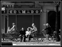 Pedaleando / descansando (j.borras) Tags: barcelona street blackandwhite bw white black walking de photography cycling nikon candid bcn bicicleta coolpix catalunya bycicle rambla robada p6000 callejeros algarrobix