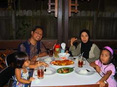 at Tambora Resto (suburanugerah) Tags: family sunset keluarga balikpapan kuliner kepitingsaos