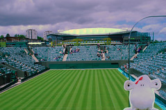 Mr Shaun on Wimbledon's new Court 2 - 2009 (Carine06) Tags: tennis wimbledon centrecourt court2 shaunsheep mrshaunsmrfoxsandmrspbsworlddominationtour wimbledoncourt2