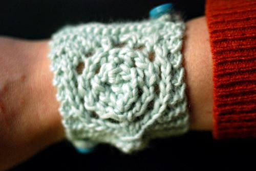 circle lace cuff
