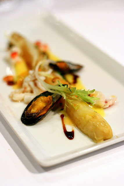 Poached white asparagus, Bouchot mussels