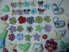 Fuxicos e Fuxicos (Minhas Crias) Tags: flor artesanato mini borboleta fuxico joaninha tecido miniaturas trabalhosmanuais retalhos fuxicaria