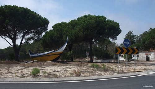 Um antigo barco de pescadores para enfeitar a rotunda
