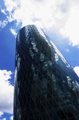 Gerippte Building (Pics for Pedro) Tags: sky building glass clouds germany frankfurt edificio gerippte