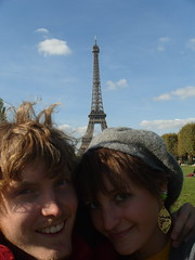 Eiffel Tower, Paris (alibeanz) Tags: paris couple eiffeltower amore cityoflove