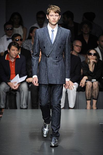Martin Gruca301_SS10_Milan_Gianfranco Ferre