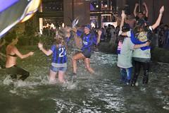 Inter Campione d'Europa 2010  - festa in piazza - 164 (minimapedalia) Tags: milano bagno fontana championsleague inter campione festeggiamenti sanbabila interista interisti